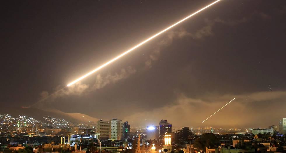 """Trump elogia la misión """"perfecta"""" sobre los ataques aéreos en Siria"""