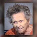 Una mujer de 92 años mata a su hijo para que no la envíen a un hogar de ancianos