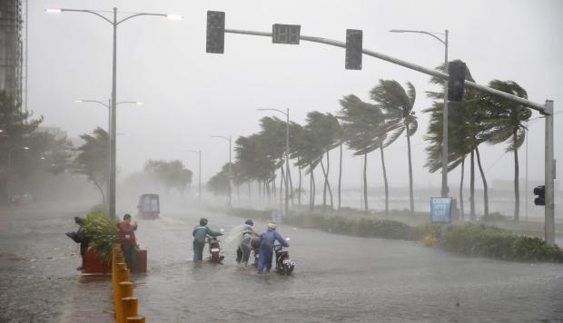 Tifón Mangkhut: la tormenta mortal ahora azota el sur de China