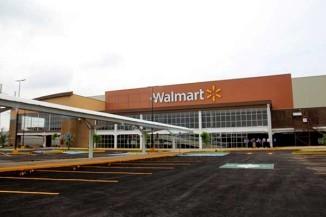 Mujer mata a su marido en Walmart frente a los niños