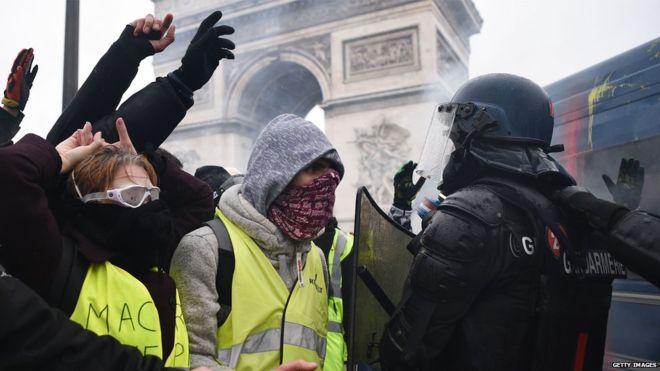 """Chalecos amarillos: """"crearon un monstruo"""" dice el ministro francés sobre las protestas"""