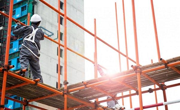 Equipo de protección necesario para trabajar en andamios